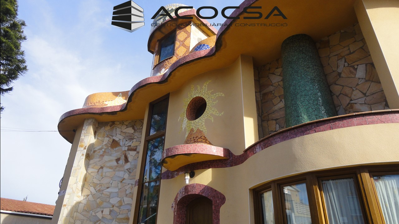 Sant Boi-003 Espectacular casa estilo Gaudí