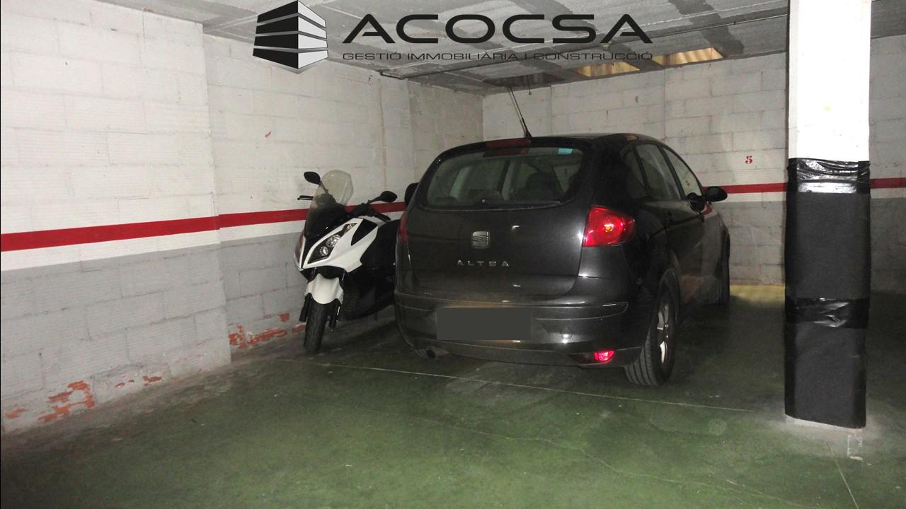 PALLEJA-237 Parking amplio para coche y varias motos